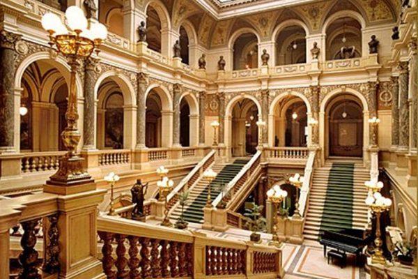 Prag-ulusal-müzesinin-içi